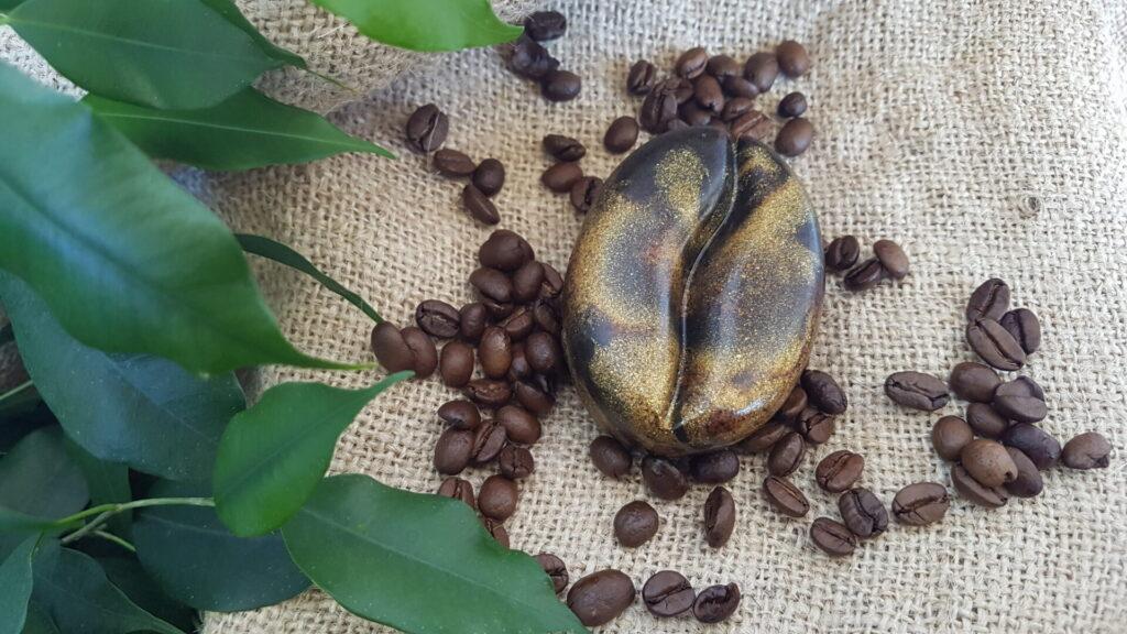 Kaffee-Peeling-Seife mit Kaffeebohnen